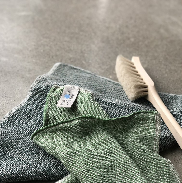 Varje hushåll borde ha en olivtvål med lagerbladsolja! Lagerbladsoljan gör tvålen extra läkande och antiseptisk - perfekt för torr hud!