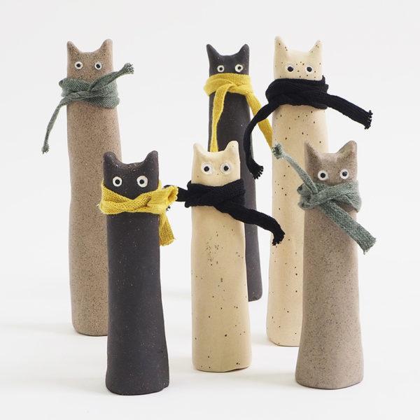 Handgjorda katter i stengods